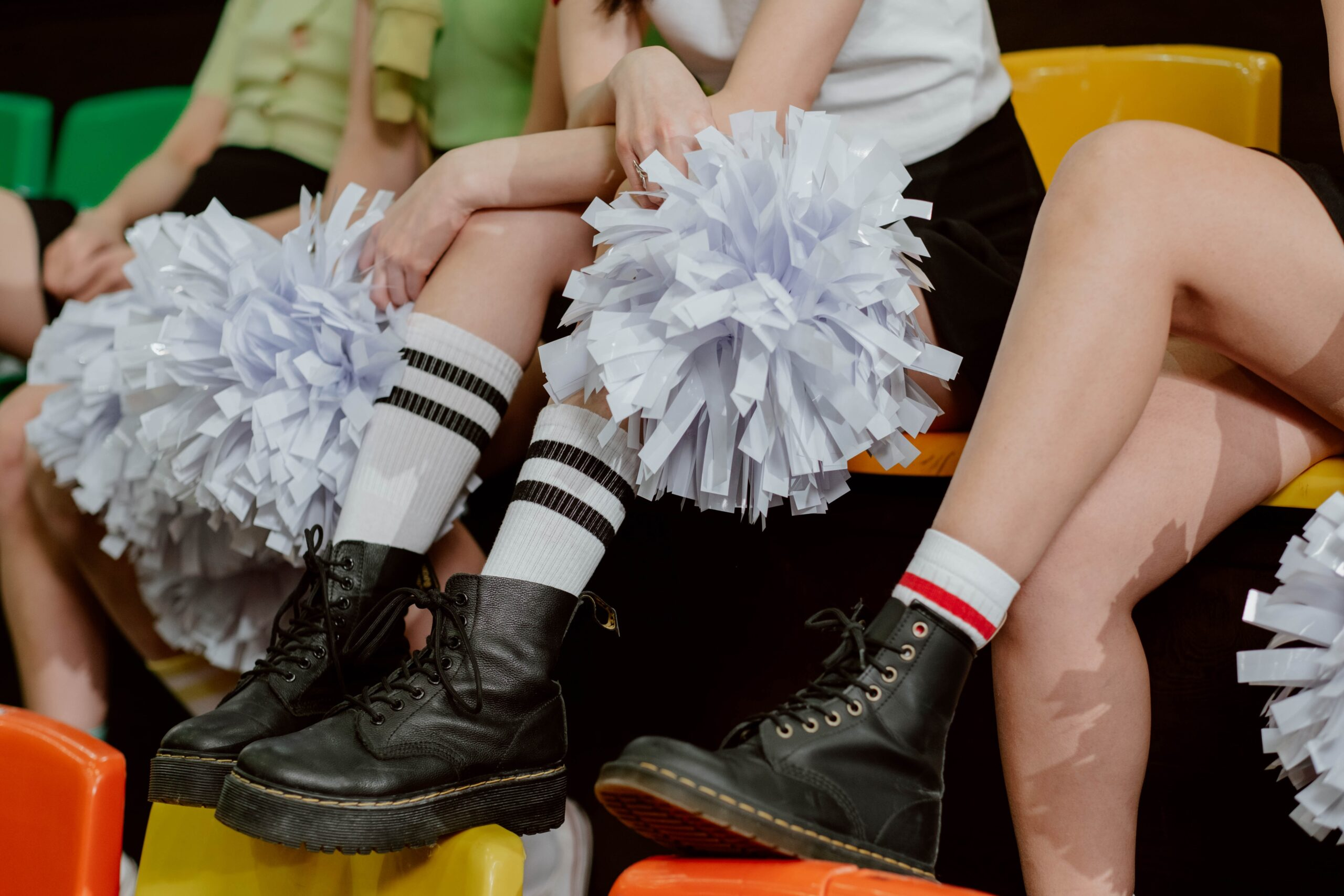 Can guys be flyers in cheerleading? (Learn all the secrets)