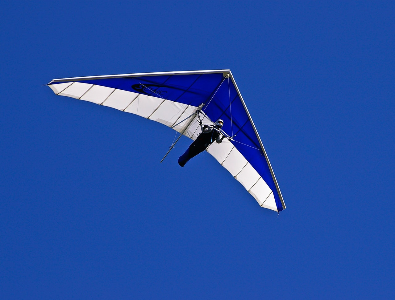 Is hang gliding or paragliding more fun?